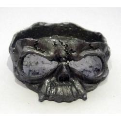 Пепельница в виде черепа