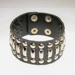 Кожаный браслет с металлическими вставками