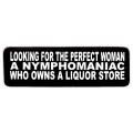 """Виниловый стикер на шлем/мотоцикл """"Ищу идеальную женщину..."""""""