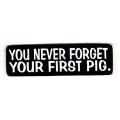 """Виниловый стикер на шлем/мотоцикл """"Ты никогда не забудешь свою первую свинью"""""""